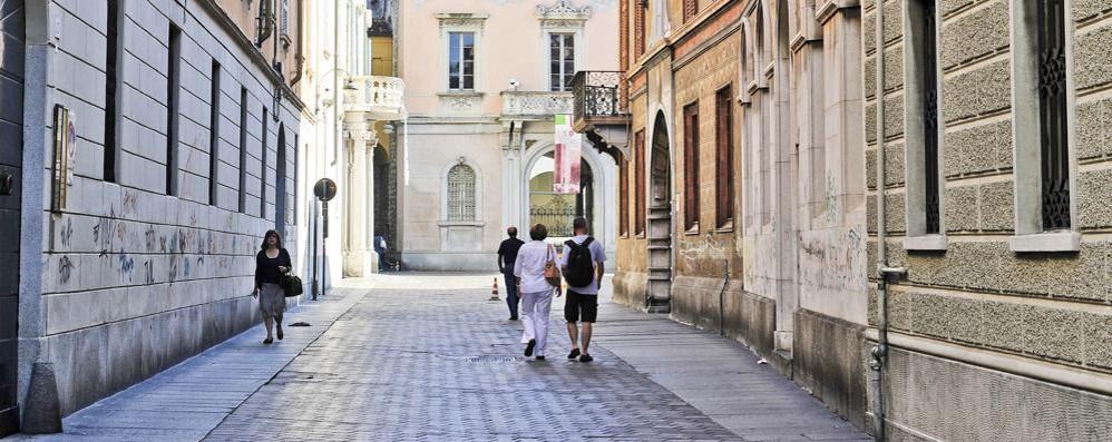 Como, ragazzina investita in via Vittorio Emanuele