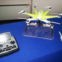 Vigili con il drone a Cantù Per rilevare gli incidenti