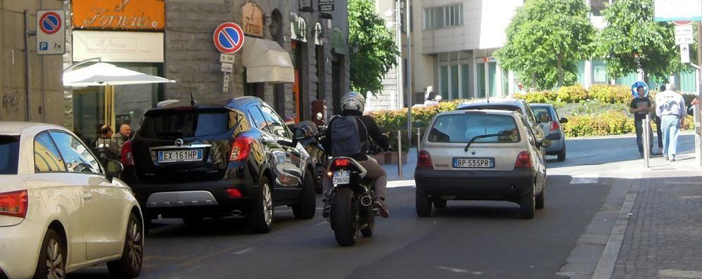 Cantù, l'altolà dei negozianti  «Attenti a via Roma pedonale»
