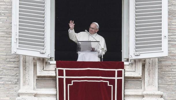 Papa: umanità ferita dall'ingiustizia