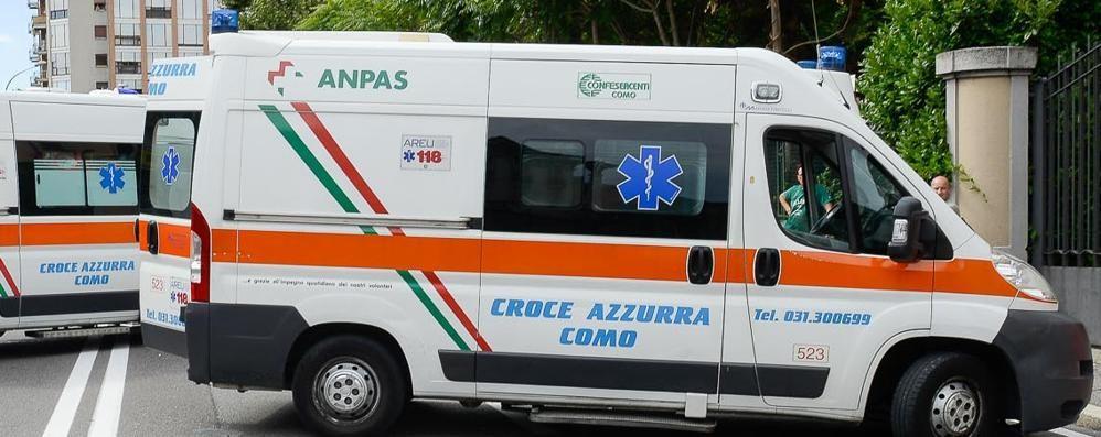 Ciclista investito a Camerlata  e cinque feriti sull'autostrada