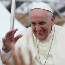 Papa Francesco saluta  i fedeli di Olgiate