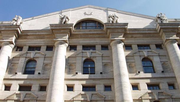 Borsa, Milano apre in rialzo, +0,13%