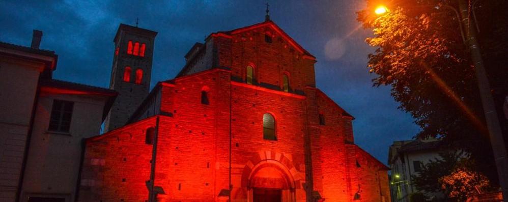 Sant'Abbondio diventa rossa  Come il sangue dei cristiani