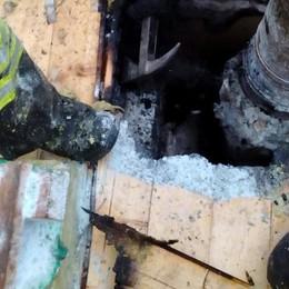 A fuoco un tetto a Castiglione  Vigili del fuoco in centro