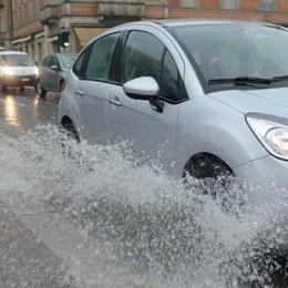 Emergenza maltempo  Lungolago già a mollo  Allagata piazza Cavour