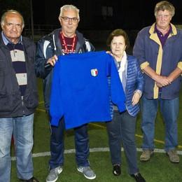 La maglia azzurra di Meroni regalata alla Libertas S.B.