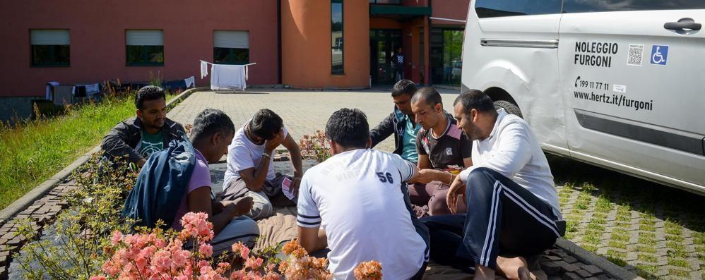 Viaggio nel centro profughi di Prestino  «Mafia capitale? Qui si fa integrazione»
