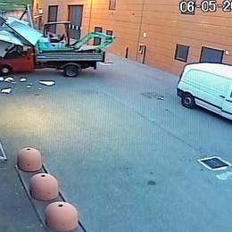 Monguzzo, assalto alla Cicli Pozzi  Guardate come agiscono i ladri