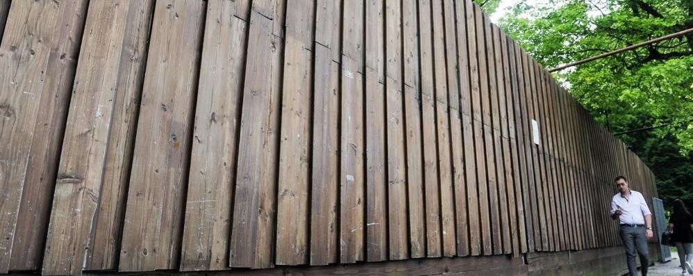 Lungolago, il piano del governo «Nuovo contratto per ripartire»