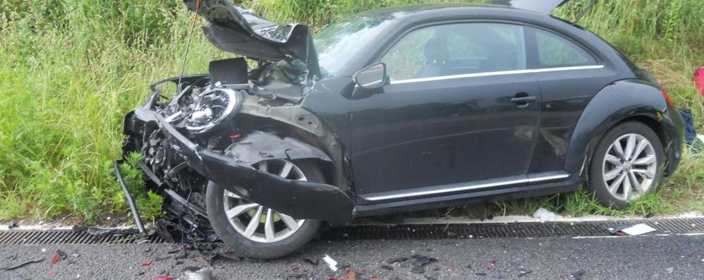 Tampona un'auto in panne in autostrada Morto l'europarlamentare Buonanno