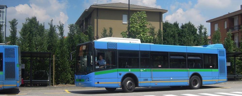 Cantù e il capolinea dei bus  I residenti: «Lasciamo casa»