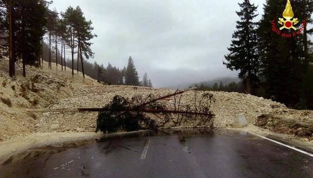 Frana vicino Cortina, interrotta statale