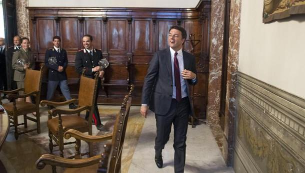 P.A: Renzi, meno comparti, ora contratto