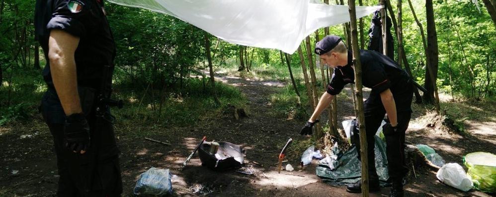 Blitz nel parco del Lura  Trovato il covo degli spacciatori
