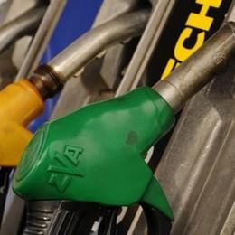 Caos per lo sconto benzina  Ora la tessera funziona