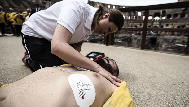Colosseo più sicuro con 4 defibrillatori
