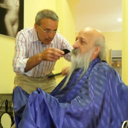 Si taglia la barba dopo 44 anni  «L'ho fatto per amore di mia moglie»