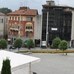 Cantù, il Comune deciso: «Via i lastroni»   Vuole l'asfalto in piazza Garibaldi