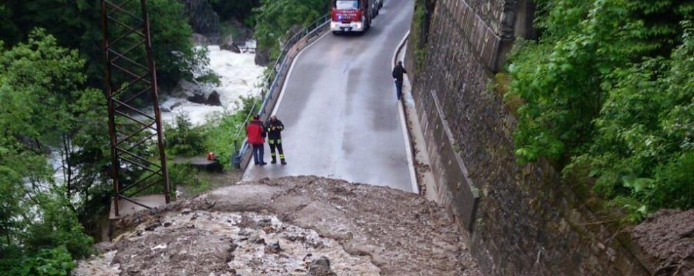 Maltempo, notte di paura  in Valchiavenna  Chiusa la strada Campodolcino-Isola