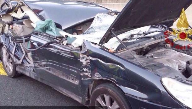Incidente fra auto e Tir, morte 2 bimbe