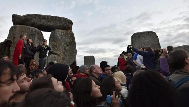 Solstizio d'estate,migliaia a Stonehenge