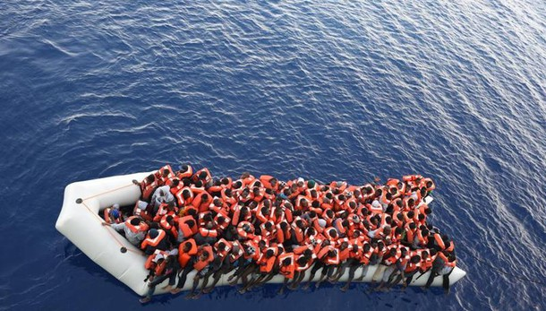 400 migranti salvati in canale Sicilia