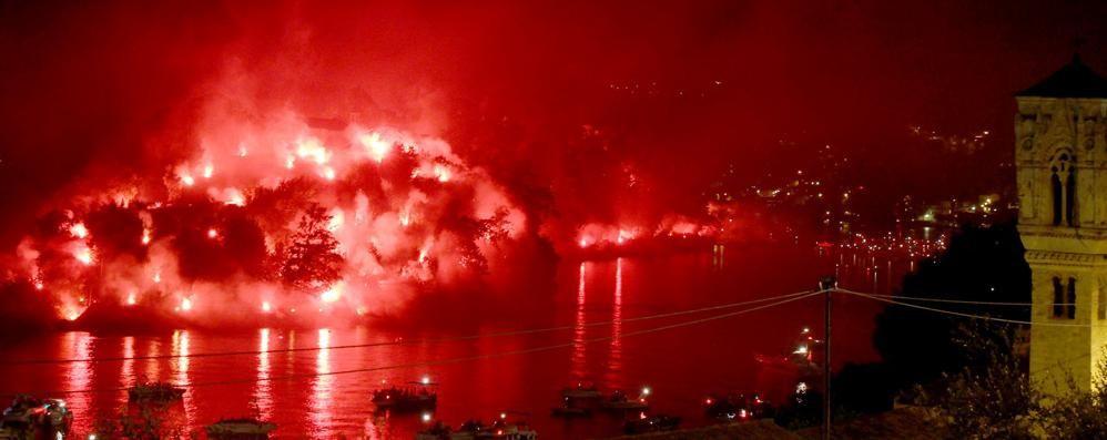 Tremezzina: la notte dei fuochi  Migliaia di persone per San Giovanni