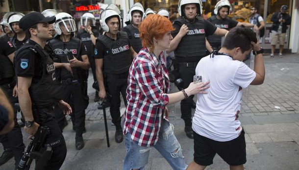 Turchia: fermati 2 deputati tedeschi