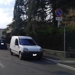 """""""Blindata"""" la sosta vietata in via Pio XI  Niente dibattito in consiglio a Mariano"""