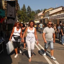 «Giù le mani dal mercato di Appiano»  Mille firme per dire no al trasloco