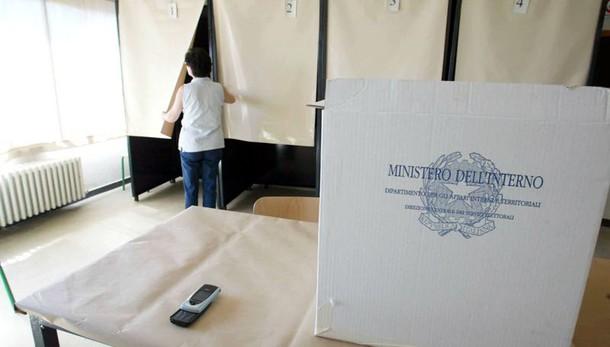 Comunali: aperti i seggi, 13 mln a urne