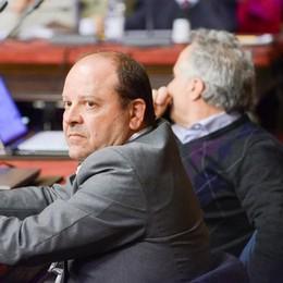 Firma la mozione contro Lucini:  il consigliere Favara cacciato dal Pd