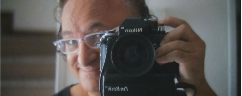 Sam, il fotografo che sogna  di salvare le vecchie reflex