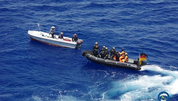 Blitz forze Ue, abbordata nave scafisti