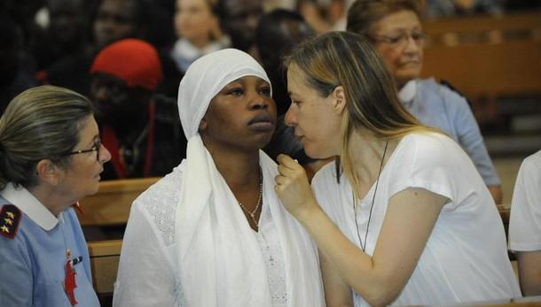 Migrante ucciso:compagna sviene in Duomo