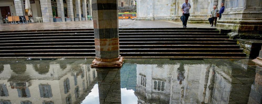 Como, basta un temporale  e si allaga tutto  Compresi Duomo e Broletto