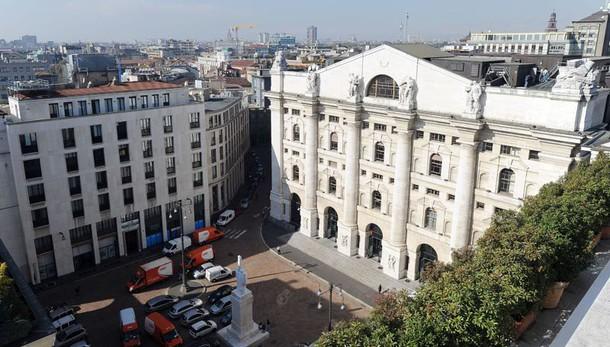 Borsa: Milano apre in calo, -0,24%