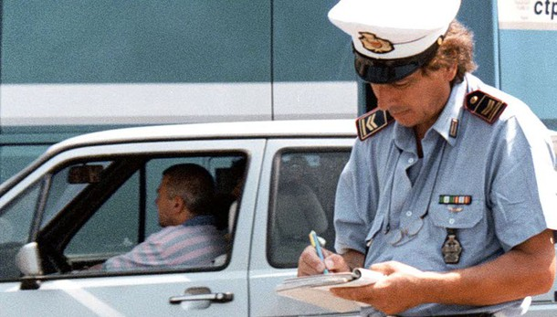 Italiani bocciati su sicurezza in auto