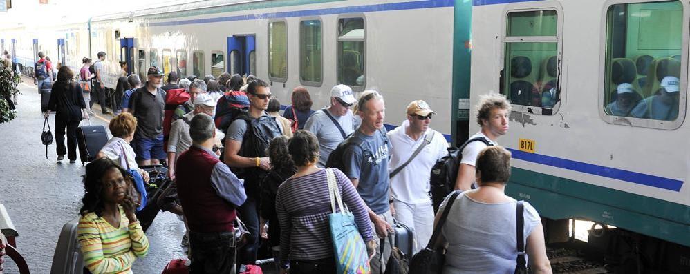 Trenord, giornata di caos  Quanti ritardi a San Giovanni