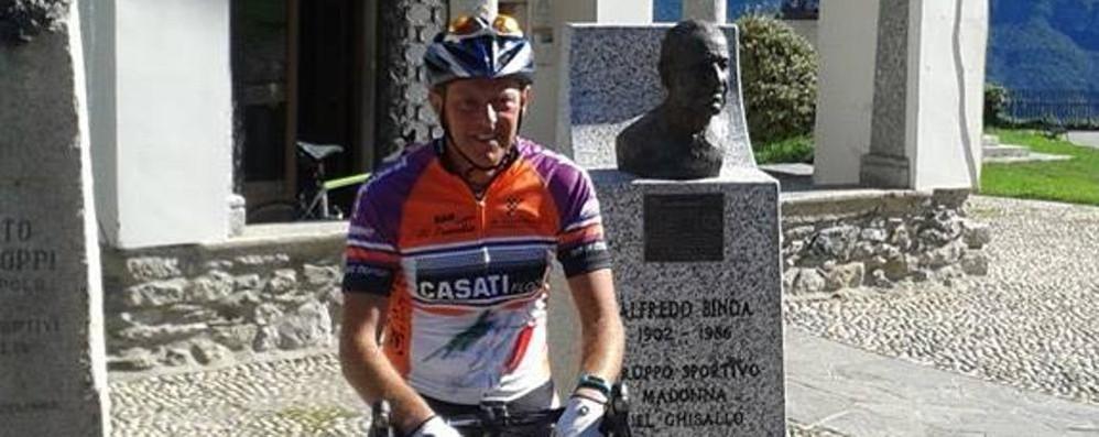 Addio al ciclista  morto per una buca