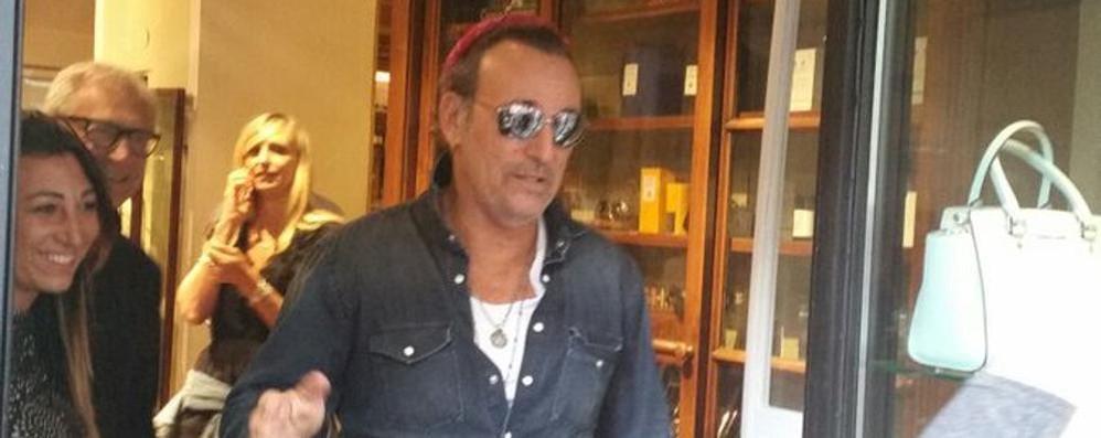 Bruce Springsteen a Como  Shopping in via Milano