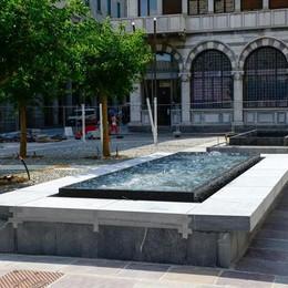 Piazza Grimoldi ok entro 10 giorni  Test con l'acqua per la fontana