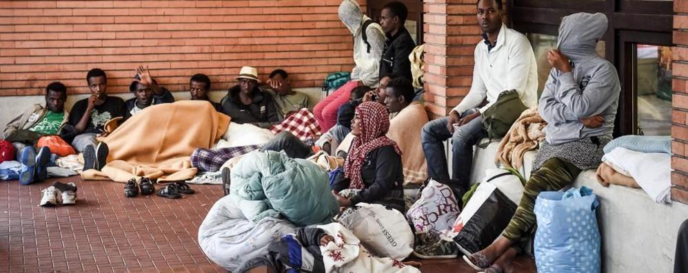 """Nubifragio, i profughi """"invadono"""" la stazione"""