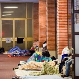 Una tenda della Cri per ospitare i profughi