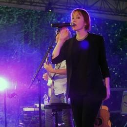 Il folk di Suzanne Vega  saluta il Buscadero Day  più bello per Pusiano