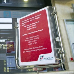 Como, figuraccia con i turisti  La biglietteria della stazione  chiusa tutti i weekend
