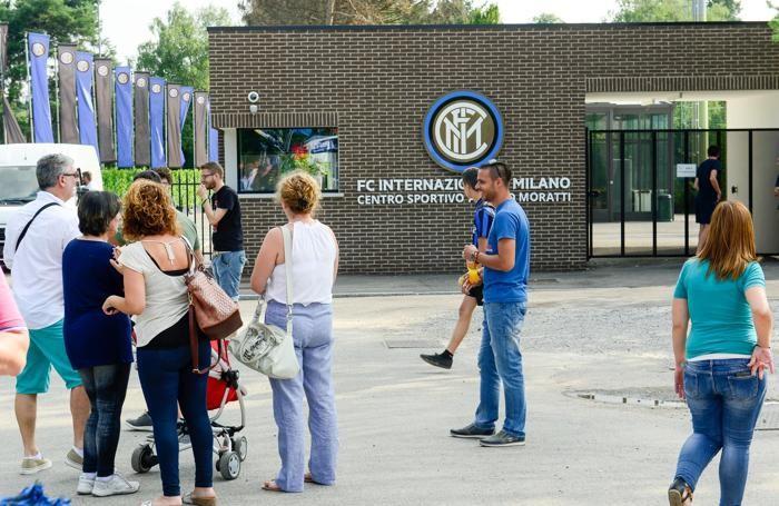 Appiano Gentile tifosi al primo raduno dell'Inter