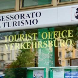 Como: ufficio turistico di piazza Cavour  «Chiuderlo? Un danno per il turismo»