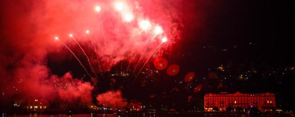Villa d'Este, festa per gli Usa  Fuochi d'artificio con George